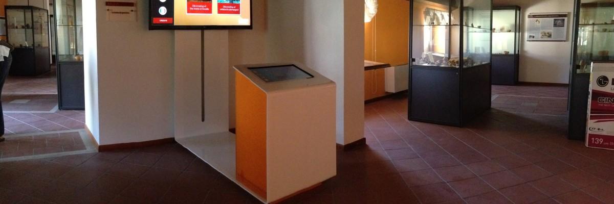 MNEME è un sistema interattivo per la visualizzazione dei reperti in 3D presente nel museo di Cetraro ed è unico in Italia