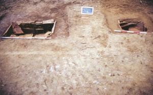 fig. 40 Lo scavo delle tombe 11 e 12