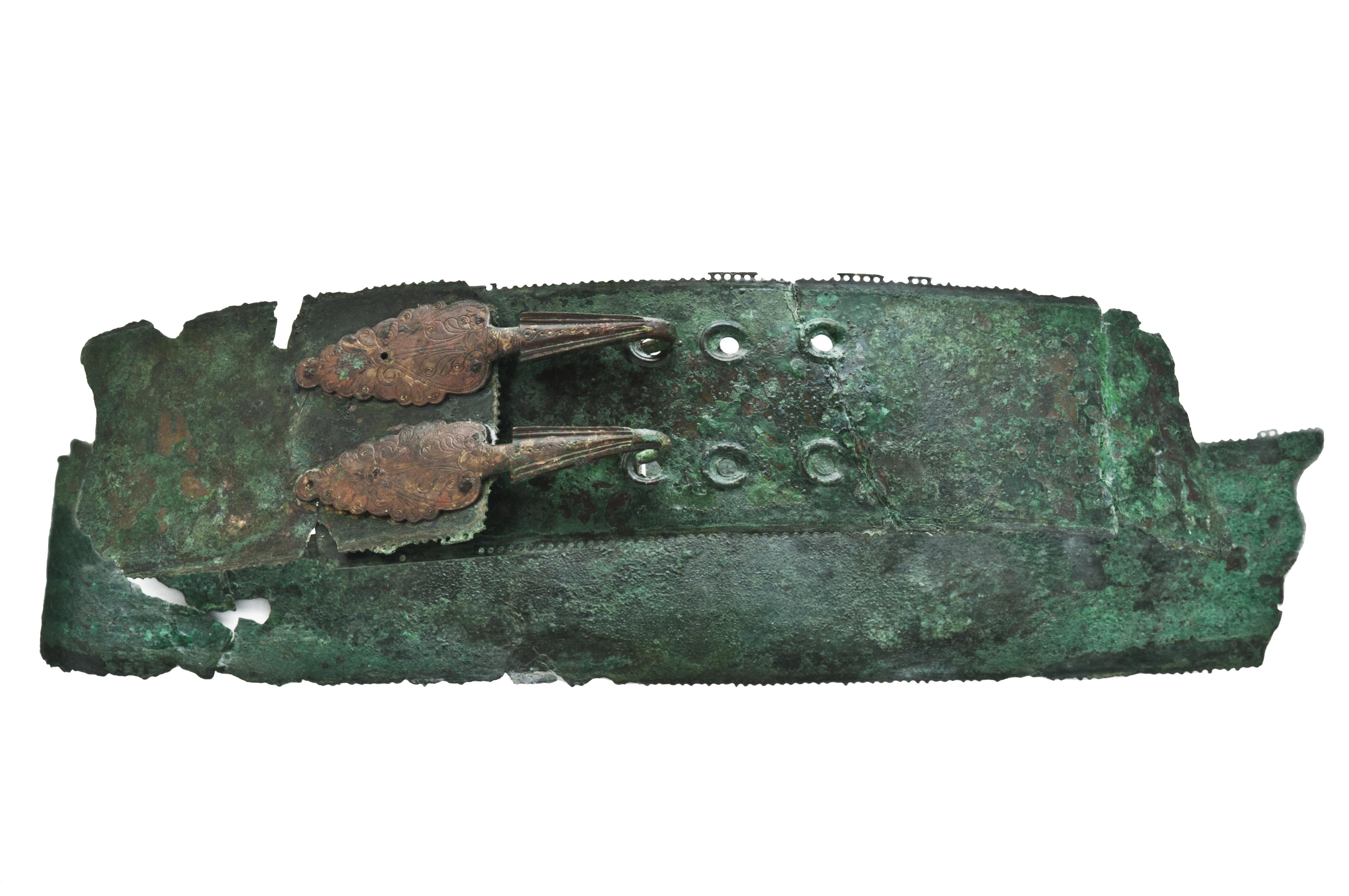 fig. 44 Il cinturone della tomba 1